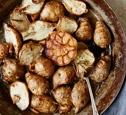 Crispy Jerusalem artichokes with roasted garlic & rosemary 2016