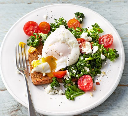 Kale, tomato & poached egg on toast