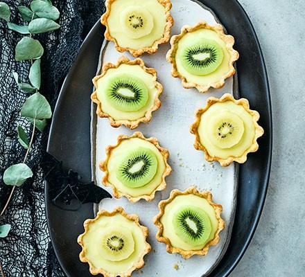 Kiwi slime pies served on an oval plate