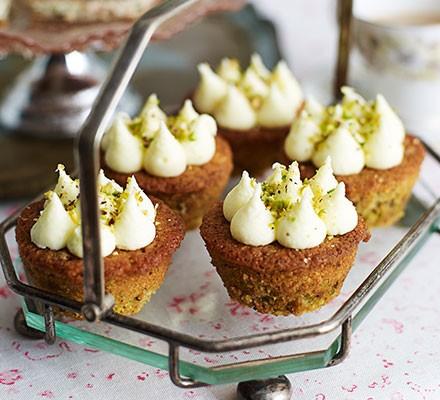Little pistachio cakes