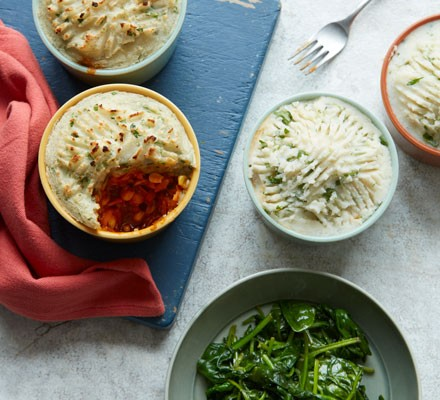 Vegetarian pies with spinach