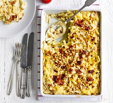 Macaroni cheese with bacon & pine nuts