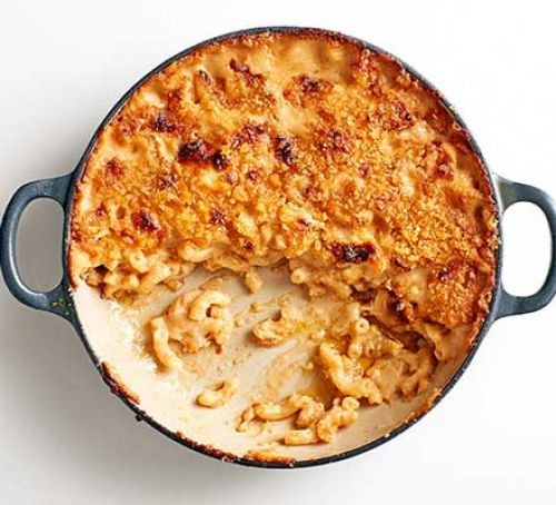 Macaronic cheese with marmite in a round dish