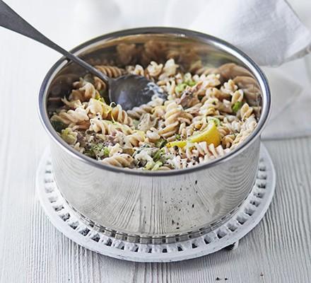Lemon & pepper mackerel pasta