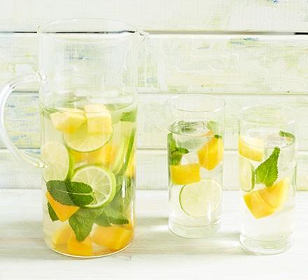 Mint & mango iced green tea served in tumbler glasses