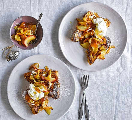 Marmalade & whisky pain perdu with apples served on plates