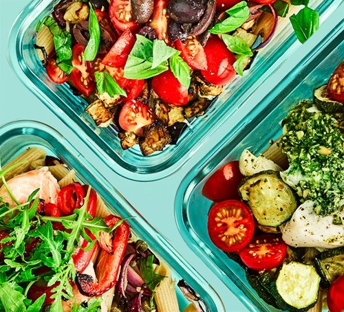 3 pasta lunches in containers