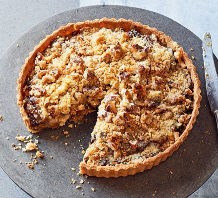 Mince tart with crumble topping