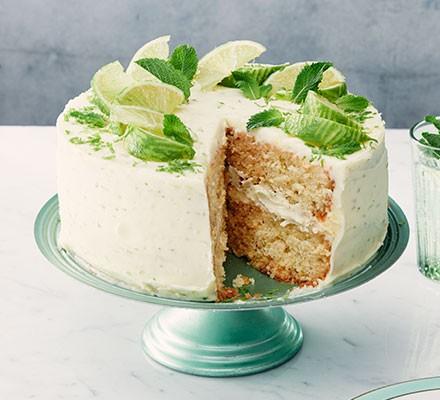 Mojito cake served on a cake stand