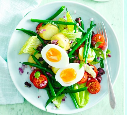 Egg Niçoise salad
