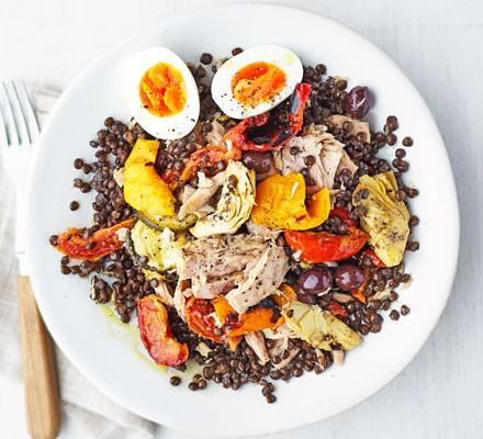 Warm tuna & lentil Niçoise salad 2016