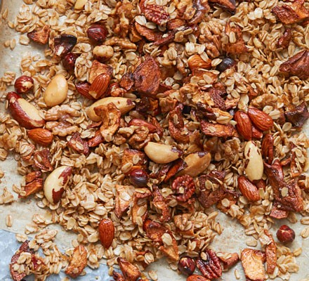 Nutty cinnamon & apple granola