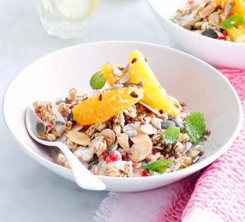 A bowl of healthy granola with fresh fruit