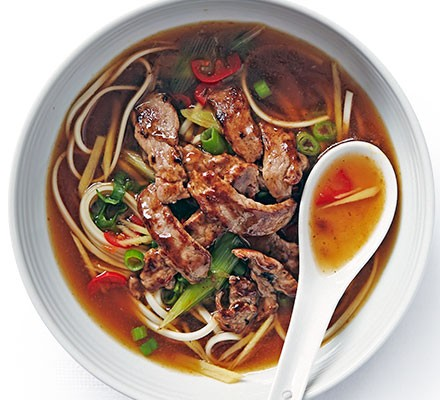 Oyster beef with soupy noodles
