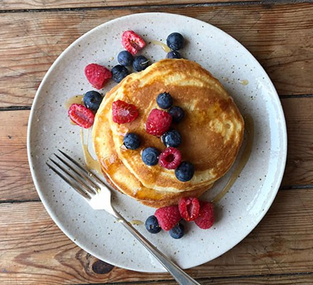 Pancake for one with berries
