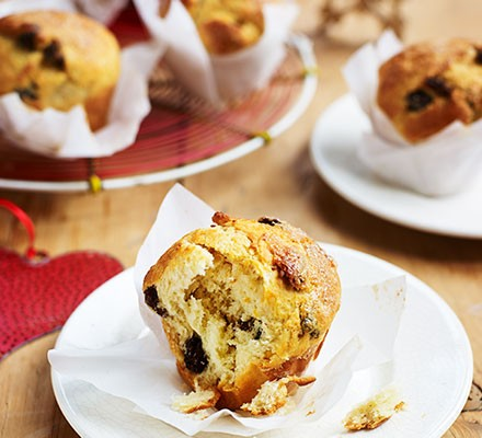 Panettone muffins served on plates