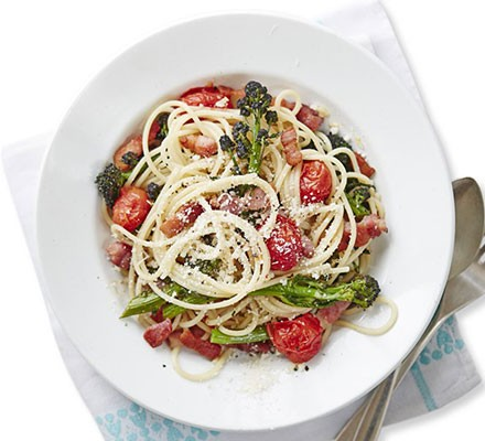 Bacon, tomato & broccoli pasta