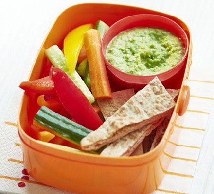 Pea hummus with crudités in lunch box