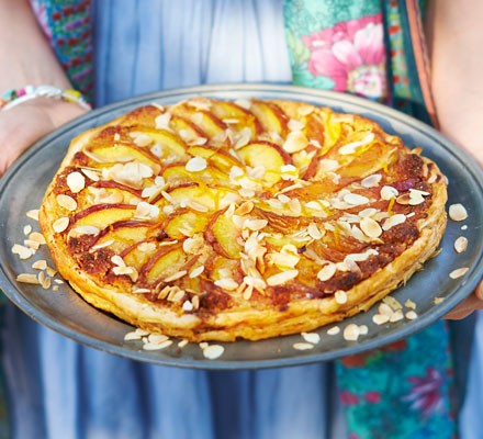 Peach puff pastry tart with almonds
