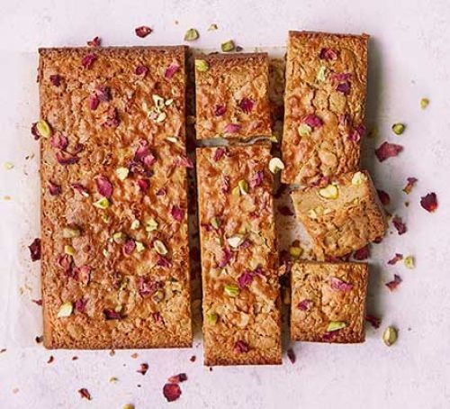 Blondies squares with pistachio and rose topping