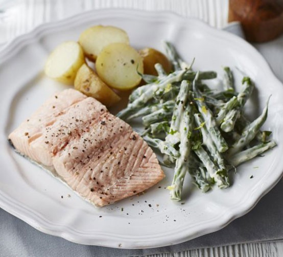 Poached salmon with tarragon