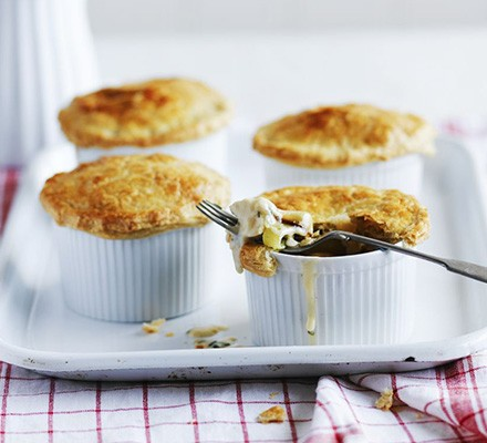 Four chicken & leek pot pies with shortcrust pastry