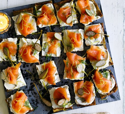 Potato cakes with smoked salmon & cream cheese