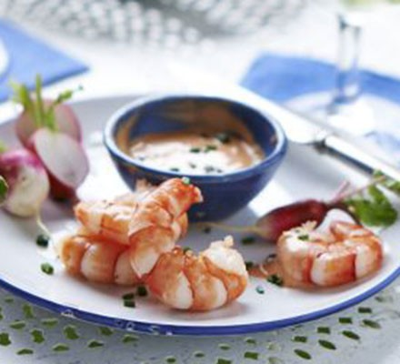 Prawns & radishes with chilli mayo dip