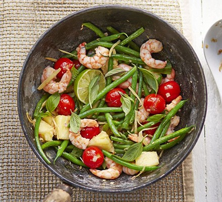 Thai prawns with pineapple & green beans
