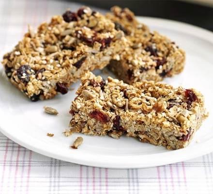 Cinnamon berry granola bars