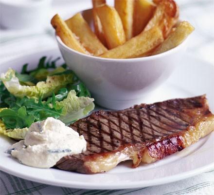 Steak with chunky chips & horseradish cream
