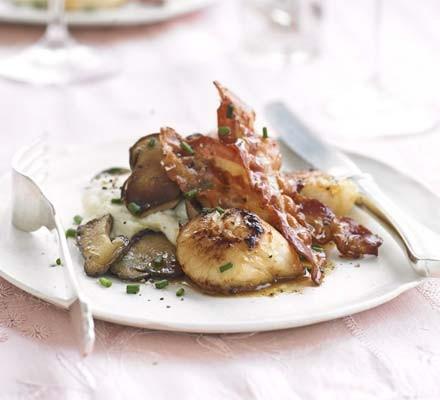 Pan-fried scallops with cauliflower vanilla purée