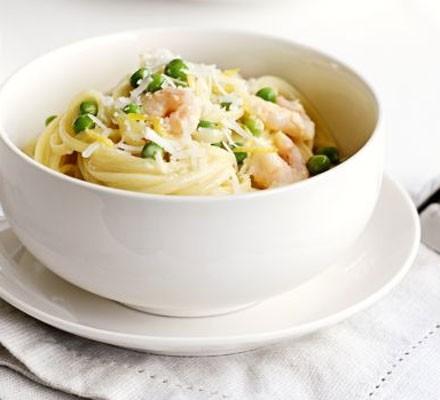 Lemony prawn & pea pasta