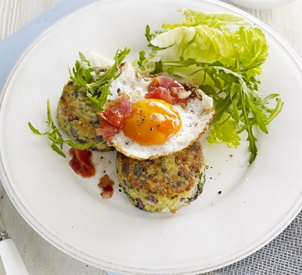 Bulgur & spinach fritters with eggs & tomato chutney