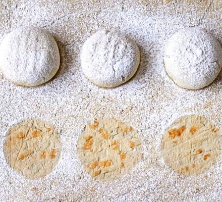 Clove sugar cookies