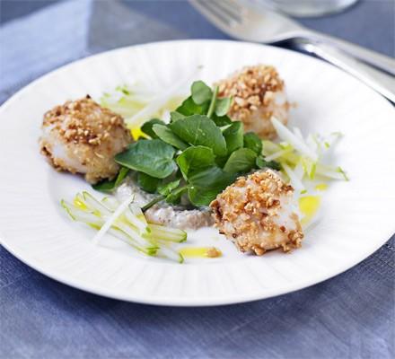 Scallop & apple salad with hazelnut dressing