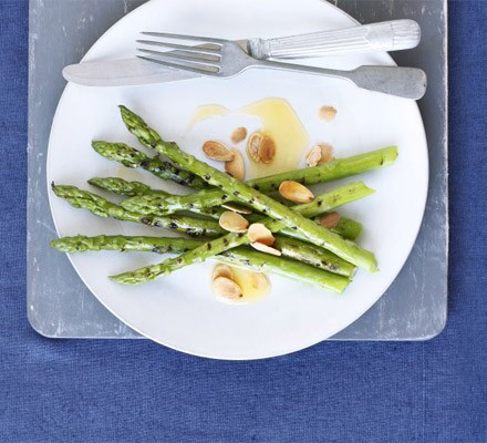 Griddled asparagus with flaked almonds & butter