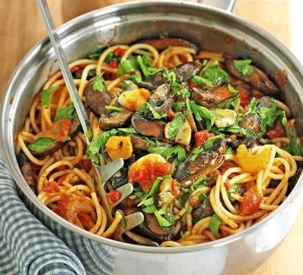 Spicy spaghetti with garlic mushrooms