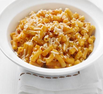 Creamy cheese & tomato macaroni