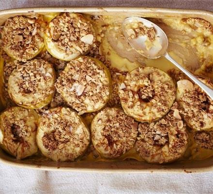 Crunchy custard-baked apples