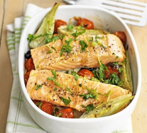 Salmon with tomatoes in tray
