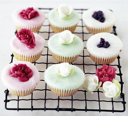 Glamorous fairy cakes