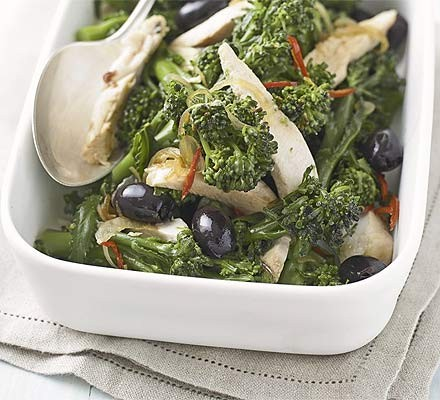 Spicy chicken salad with broccoli