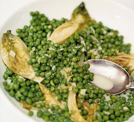 Braised lettuce with peas
