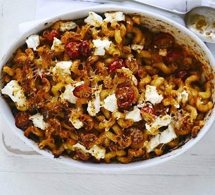 Spicy cheese & tomato bake