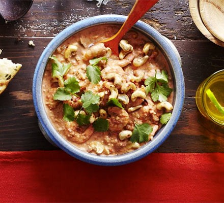 Aromatic prawn & cashew curry
