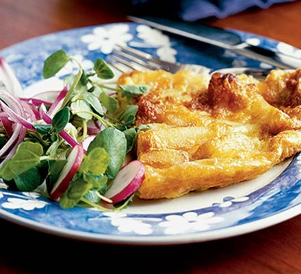 Easy cheesy chip omelette