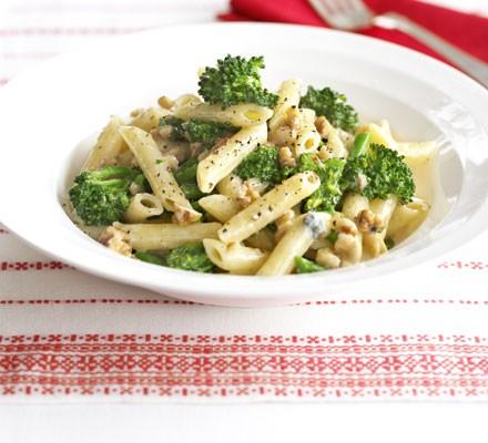 Broccoli, walnut and blue cheese pasta