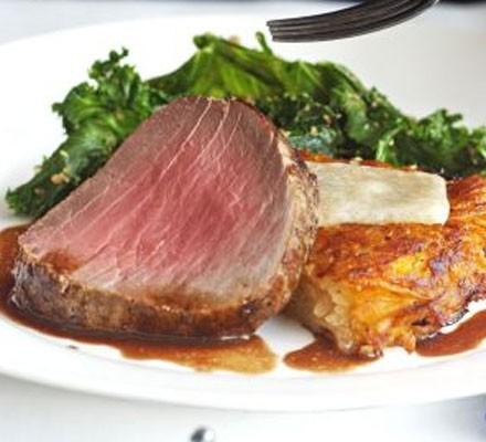 Roast fillet of beef with shallot & mushroom sauce