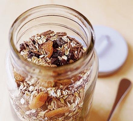 High-fibre muesli in a jar